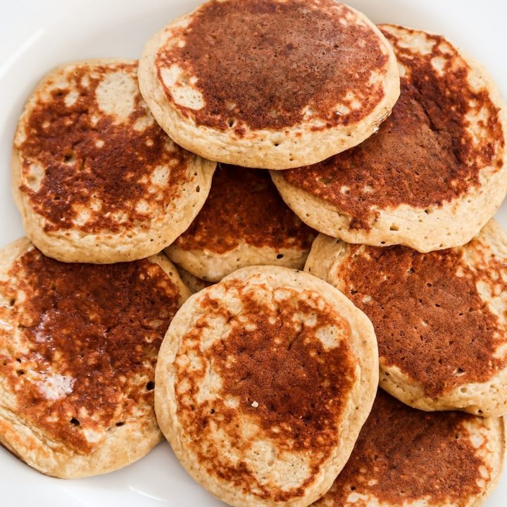 10-Minute Healthy Oatmeal Banana Pancakes