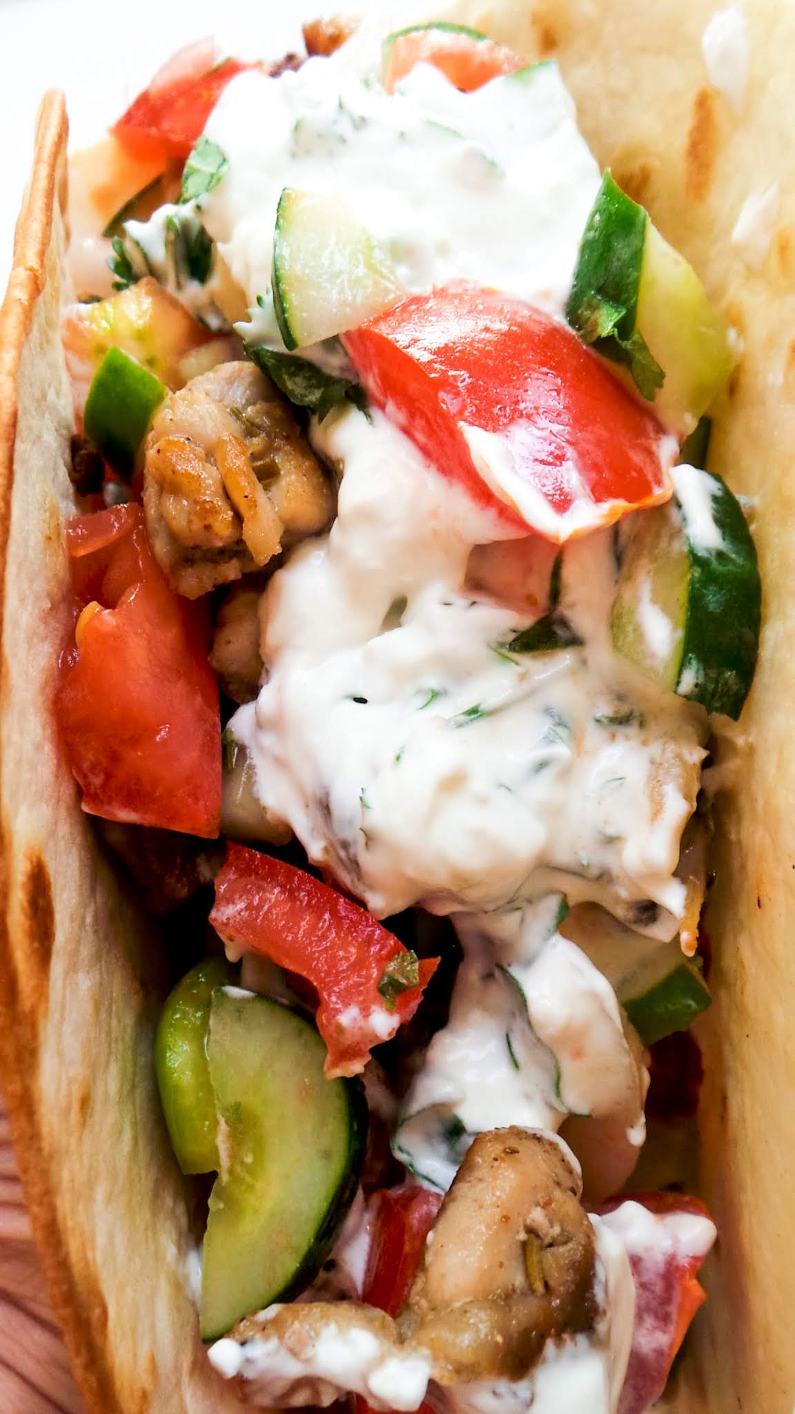 Homemade gyros recipe! This chicken gyros with tzatziki sauce is easy, healthy and super delicious! This is a very tasty Mediterranean / Greek chicken recipe that you can either meal prep for the week ahead or share at dinner with others!