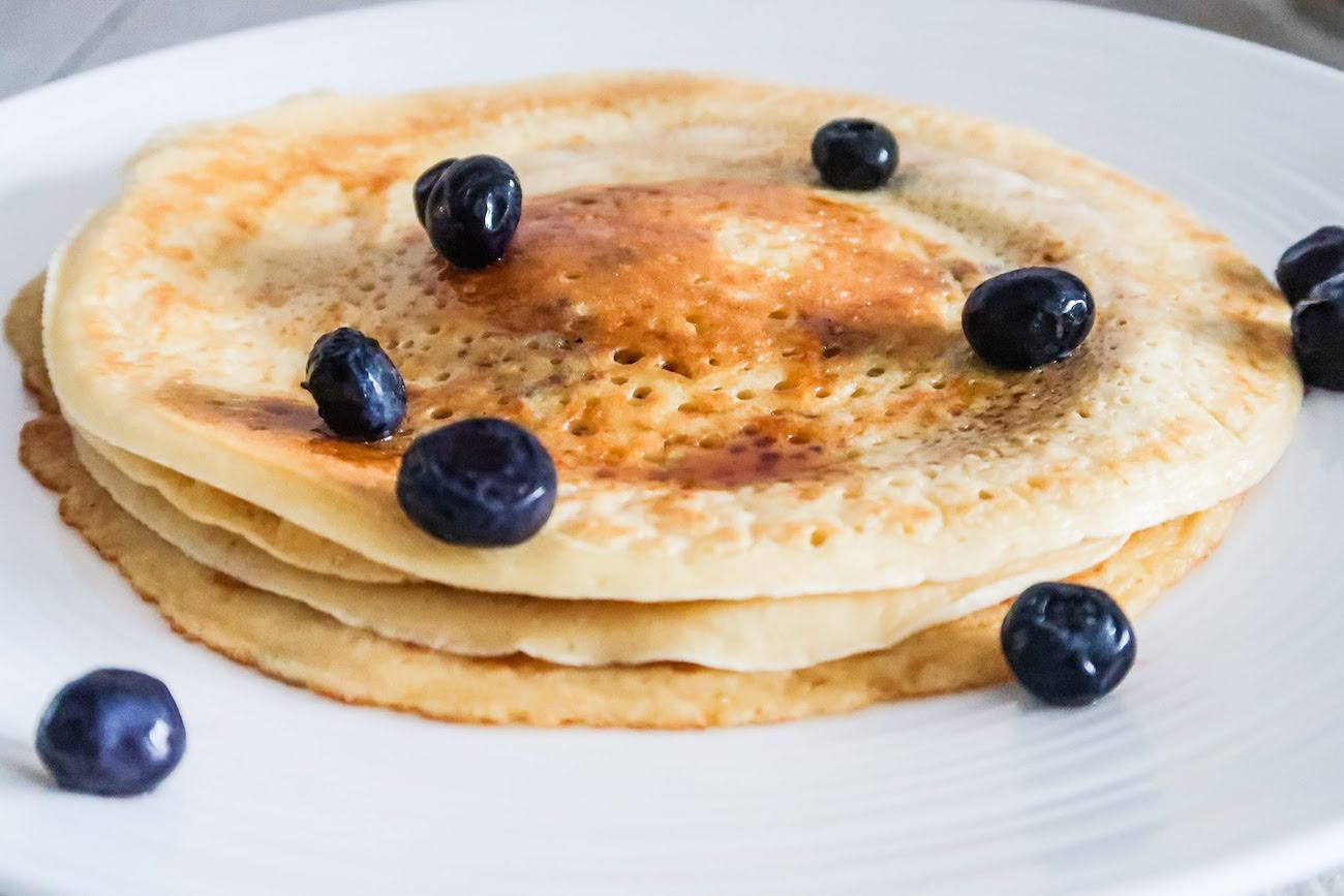 Modified easy crepes recipe! This simple crepes pancake recipe will highlight any filling, but is also surprisingly good to eat on its very own (maybe with some butter). Perfect for an easy breakfast when you have a bit more time!