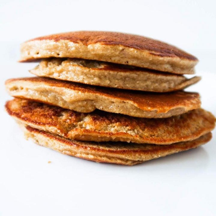 Healthy and easy oatmeal pancake recipe without banana! These healthy oat pancakes are great for a delicious quick breakfast! Very versatile - top with your favourite toppings!