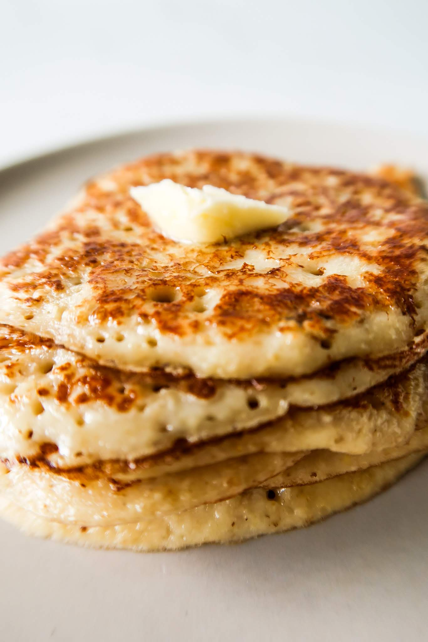 The best oatmeal pancakes you'll ever eat! These healthy pancakes are easy, delicious, ready in 10 minutes and perfect for a healthy breakfast. You need a blender or a hand blender and some basic, easy to find ingredients. Easy Oatmeal Pancake Recipe by Homemade Mastery.com