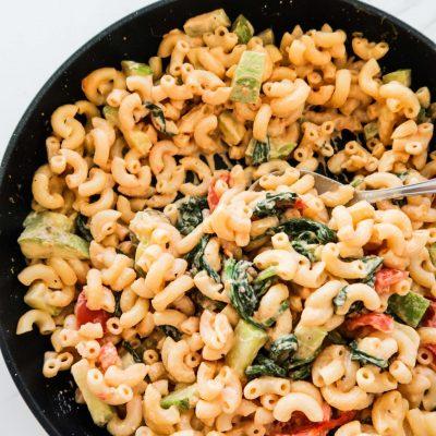 Creamy Pasta With Spinach, garlic and zucchini