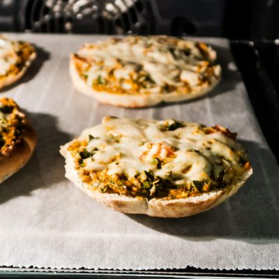 10-Minute cheesy garlic Mini Pizzas