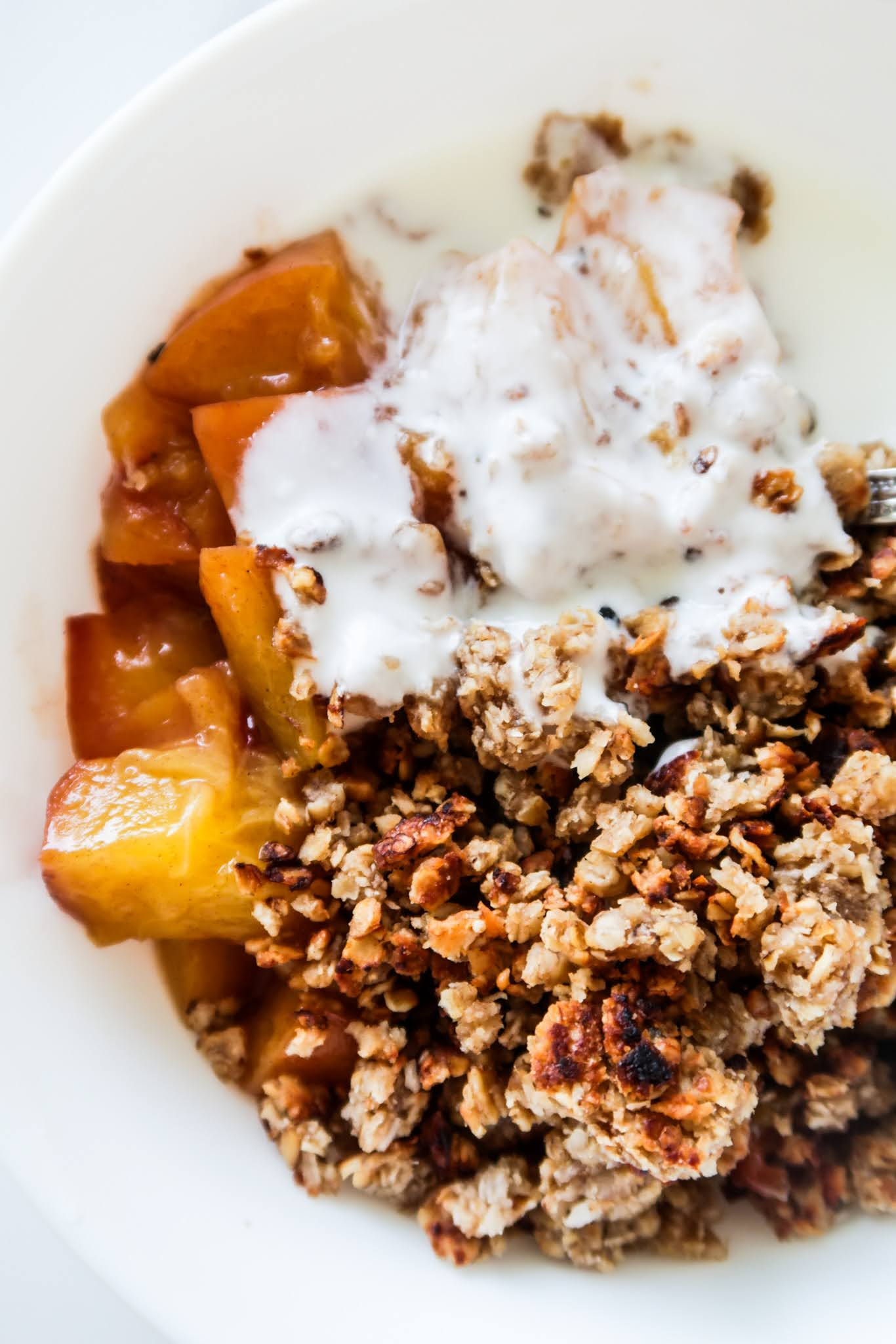15-minute healthy peach crumble. This healthy version of peach cobbler is super tasty and easy to make on the stovetop for an easy healthy breakfast. There is no refined sugar in this breakfast recipe, it's made with oats, gluten-free and vegan when you use maple syrup not honey, easy to meal prep too and great for clean eating.