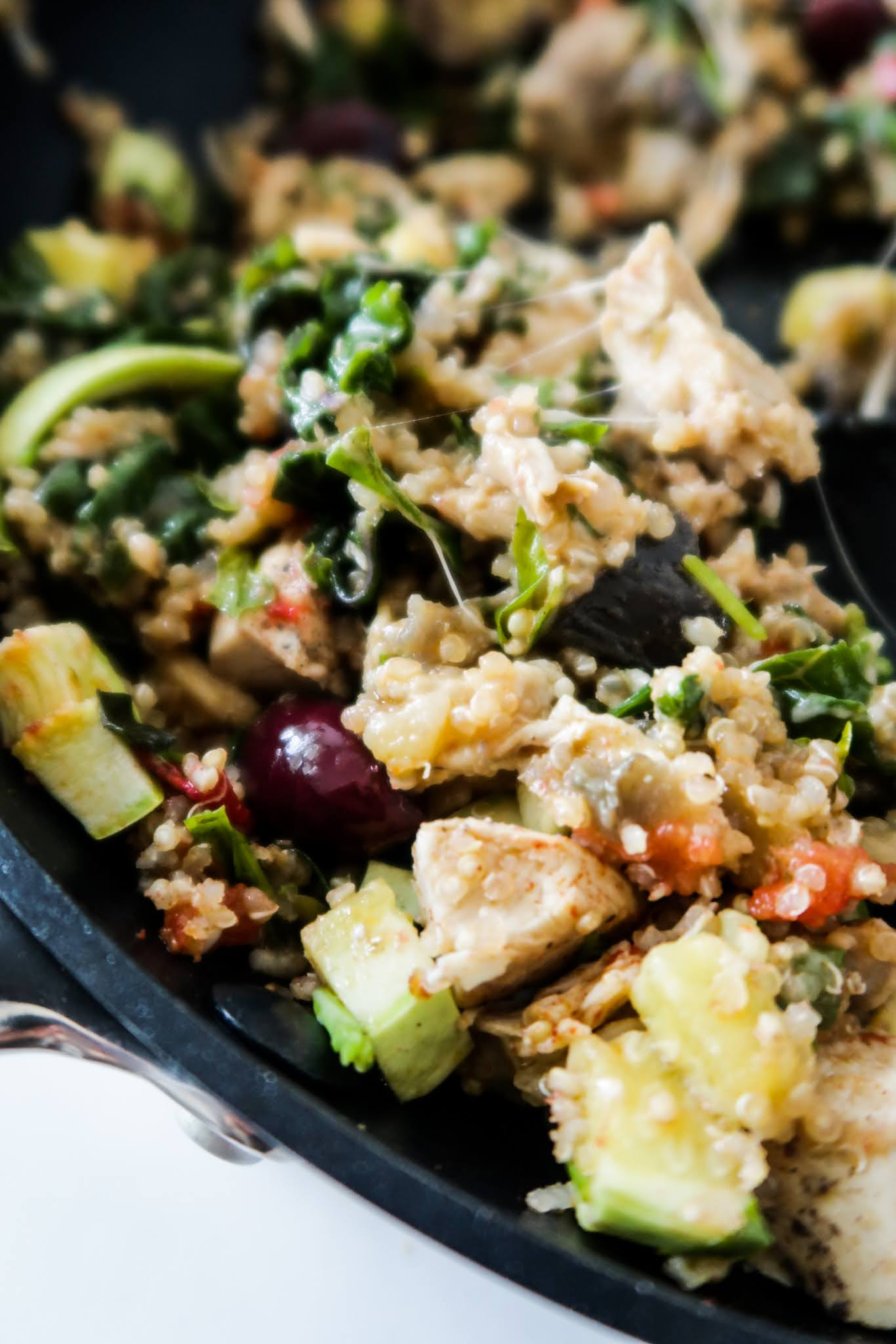 This is a 15-minute one pan quinoa with chicken and kale dinner recipe. It's an easy weeknight meal that is absolutely delicious, healthy and gluten free - super easy and healthy dinner idea! Bonus: this easy quinoa recipe will also help you clean out your fridge and use up the leftovers you don't know what to do with.