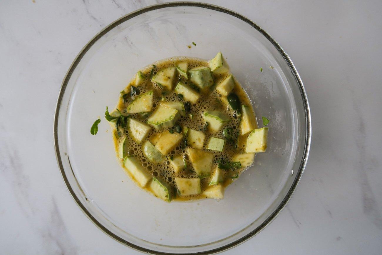 Pesto eggs step 2: Mix Ingredients
