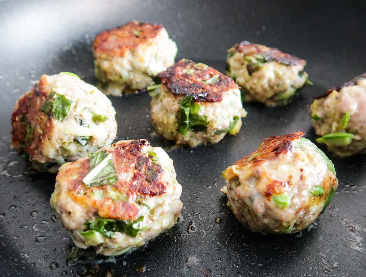 This healthy turkey meatballs recipe without breadcrumbs is a tasty low carb dinner idea that you can meal prep for the week!