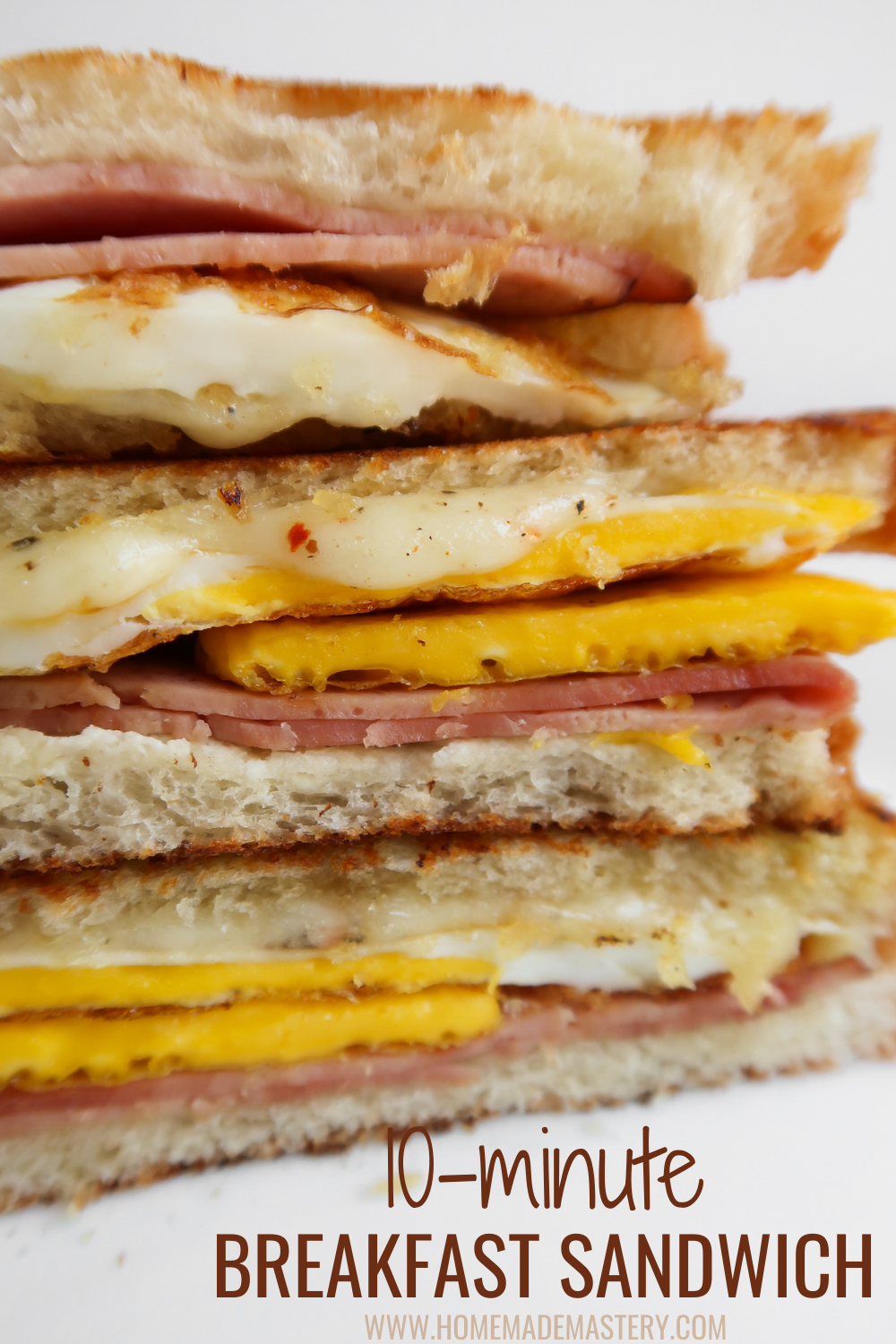10-minute egg, ham and cheese breakfast sandwich recipe! This easy sandwich recipe is a super tasty, simple and quick breakfast idea!