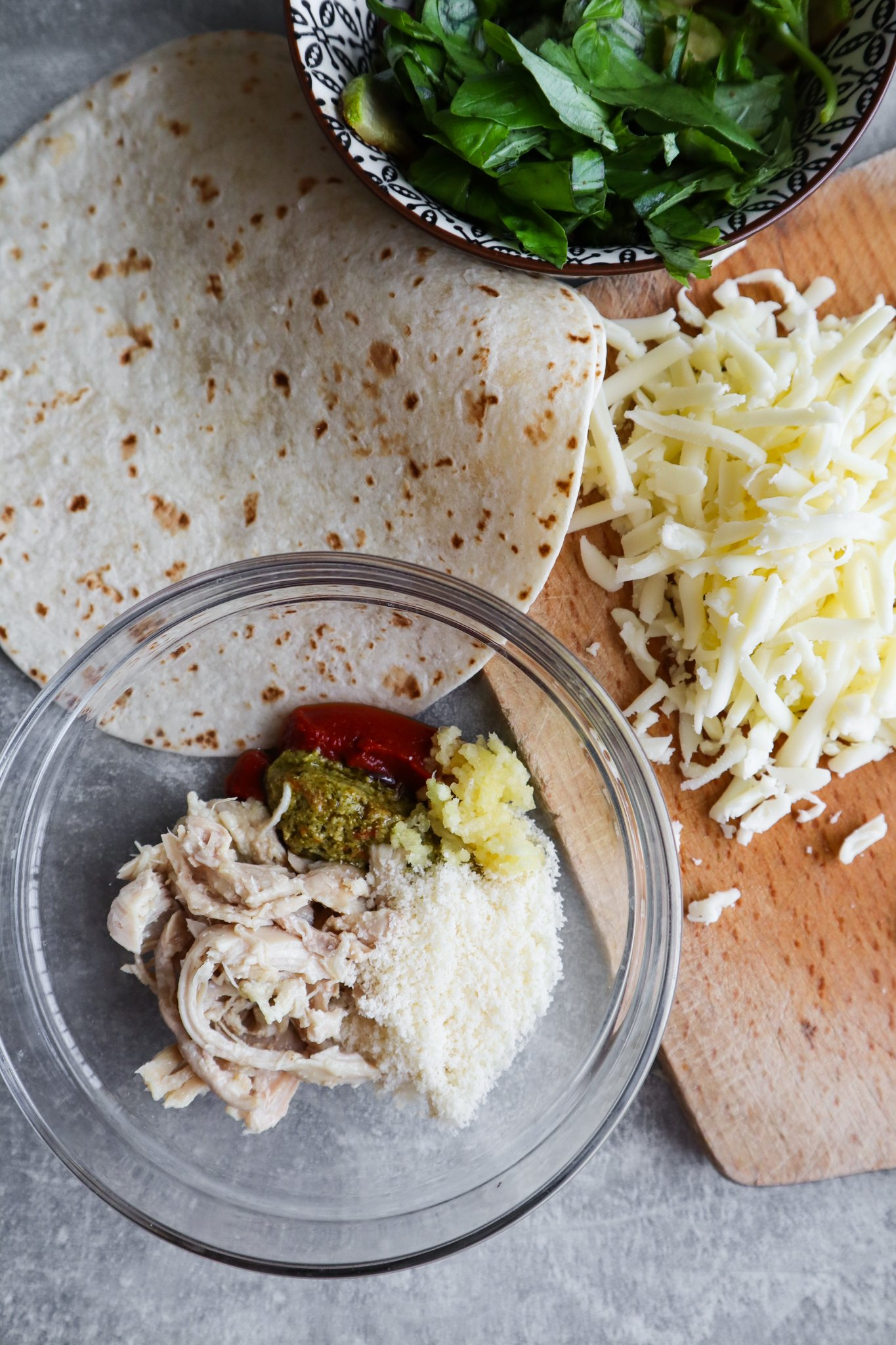 You'll love these amazing parmesan pesto chicken wraps. Ready in 15 minutes, this is such a tasty and easy lunch idea!