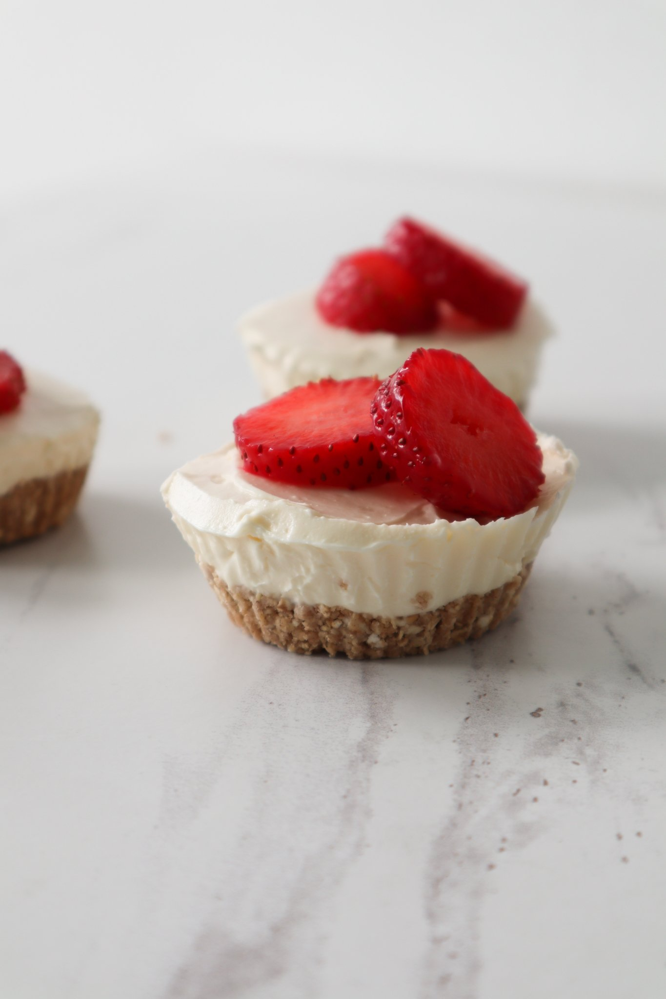 easy 6-ingredient no bake cheesecake with healthy cheesecake crust