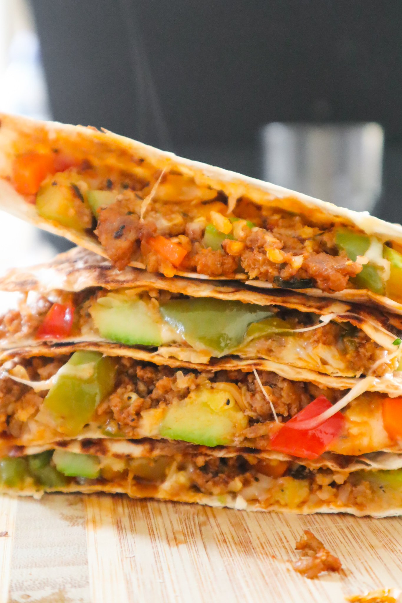 Try this easy healthy ground beef quesadilla recipe this week! It's super simple, simple ingredients, delicious, loaded with vegetables and really versatile! Plus these beef quesadillas are ready in about 20-30 minutes and can be a an easy meal prep recipe too!