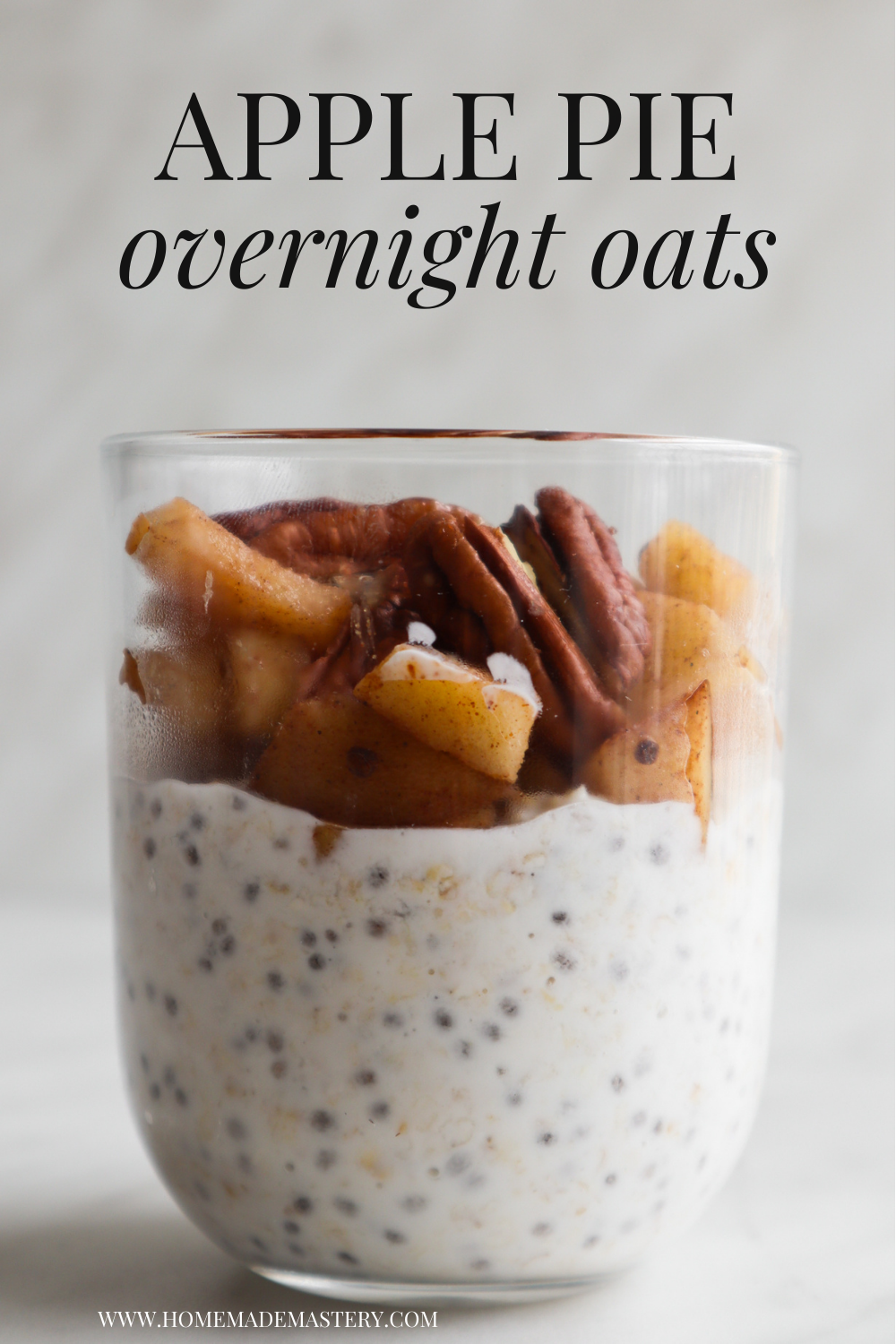 Learn how to make overnight oats with this healthy overnight oats recipe for a quick and easy breakfast! Apple pie overnight oats recipe