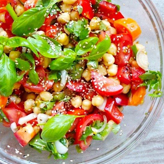 tomato basil chickpea salad