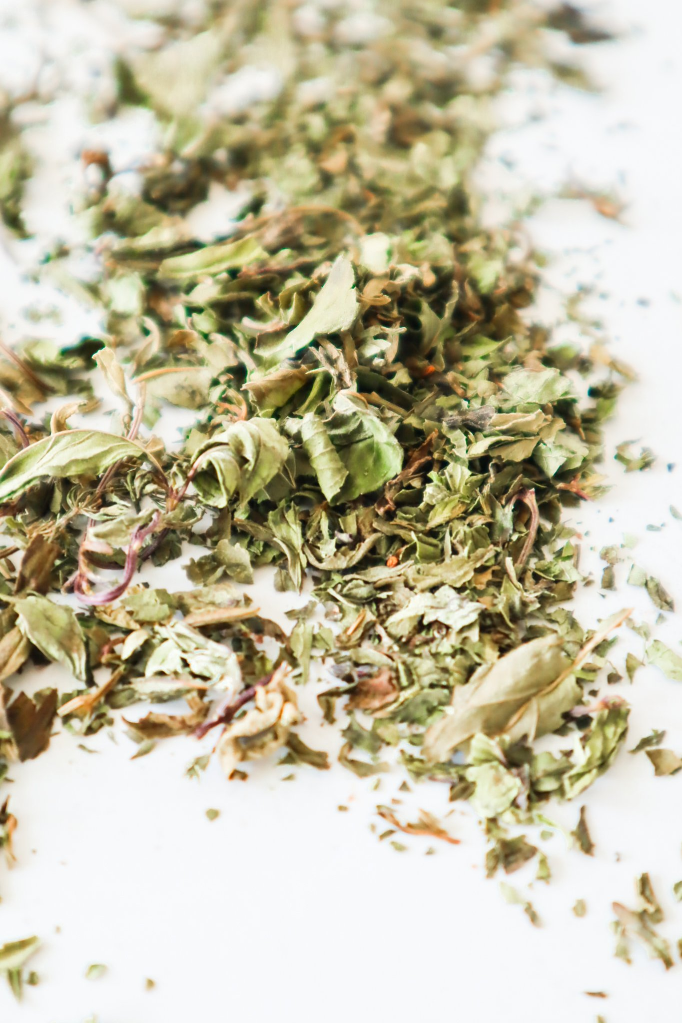learn how to dry basil naturally and in the oven without browning! You'll also learn how to use and store dried basil and also about the health benefits of basil.