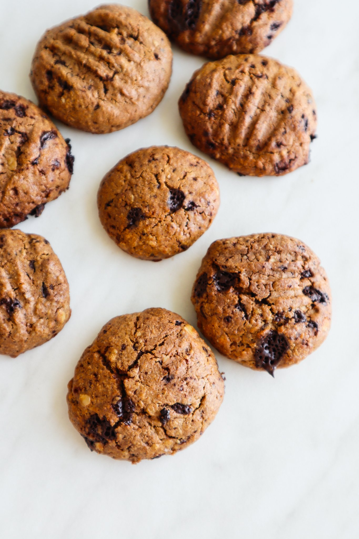 You need to try this healthy peanut butter oatmeal cookie recipe! These peanut butter chocolate chip oatmeal cookies are made without flour and refined sugar, super easy, and a quick snack or even breakfast when you have no time to make something in the morning. This easy cookie recipe is gluten and dairy free.