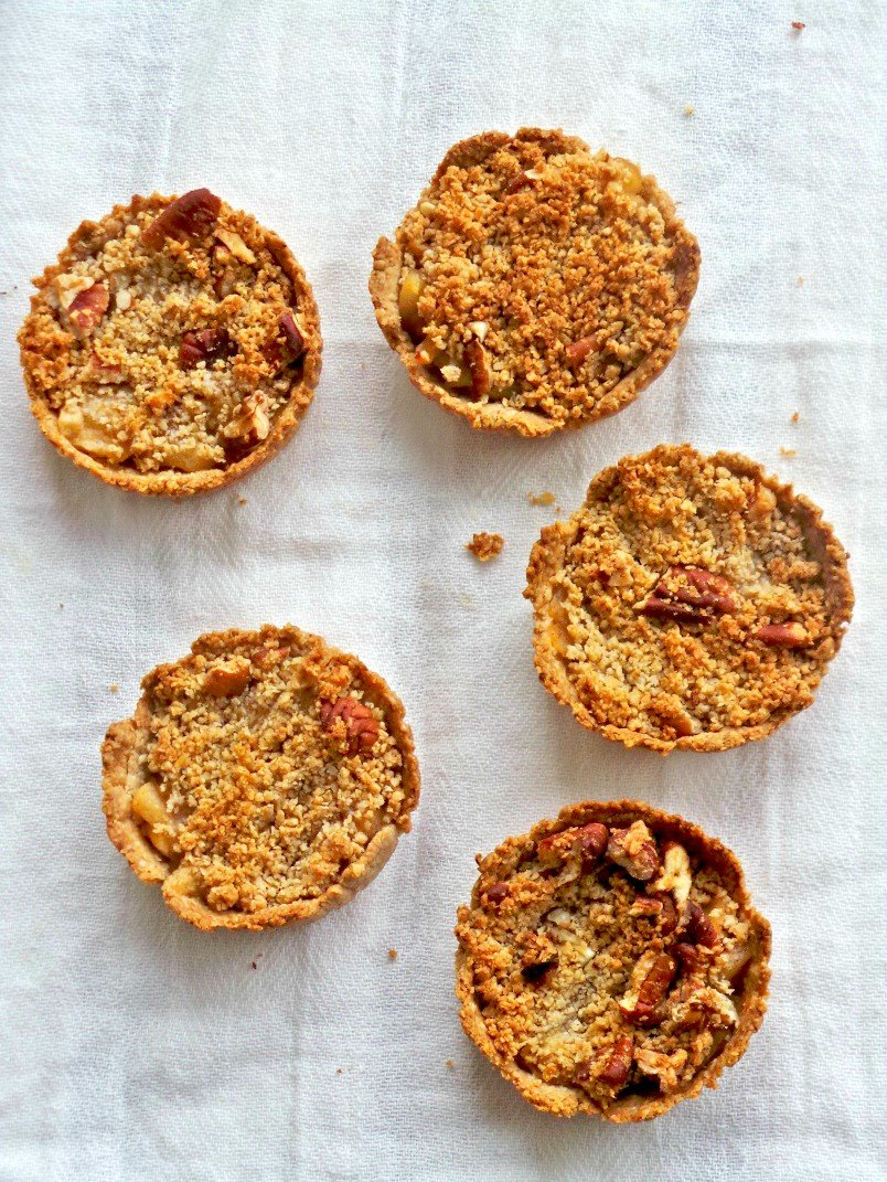 healthy mini apple pies with oat crust