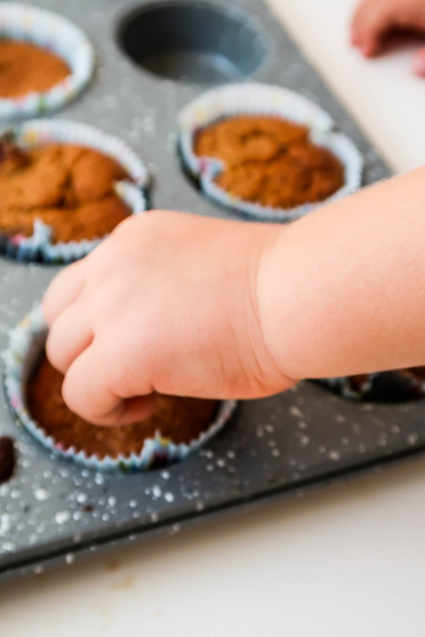 easy healthy toddler apple muffins